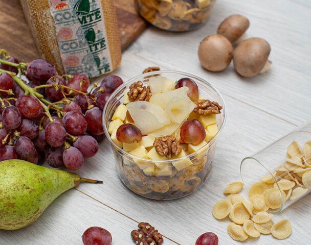 Moyenne salade orechiette, Comté, noix, champignons