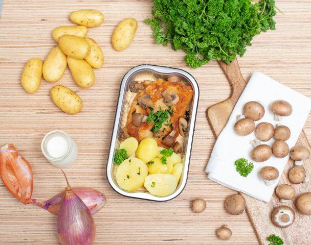 Cordon bleu de veau pané, sauce aux champignons, pommes natures