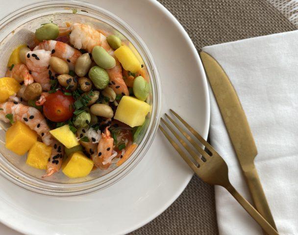Moyenne salade crevettes à la Thaï